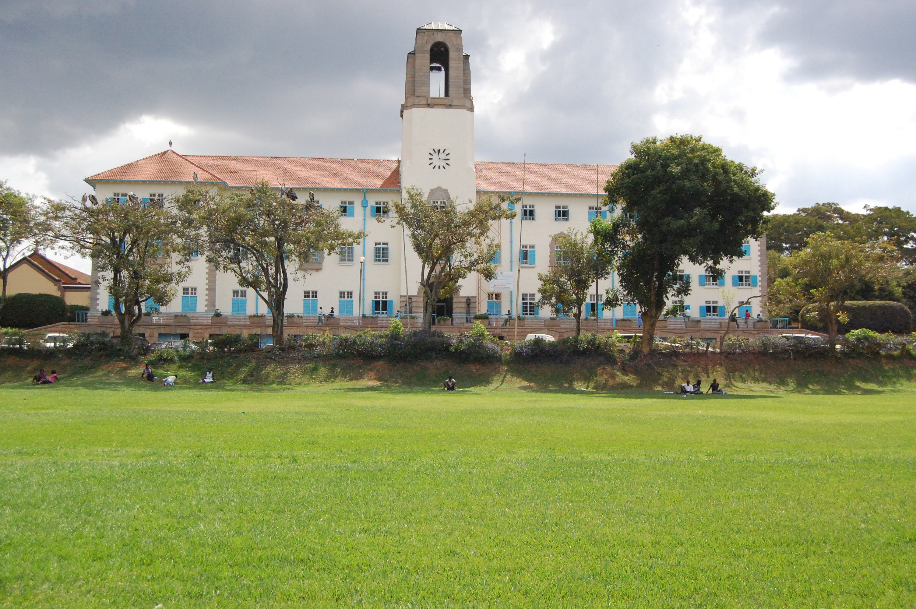 Makerere_University,_Main_Administration_Block(main_building).jpg